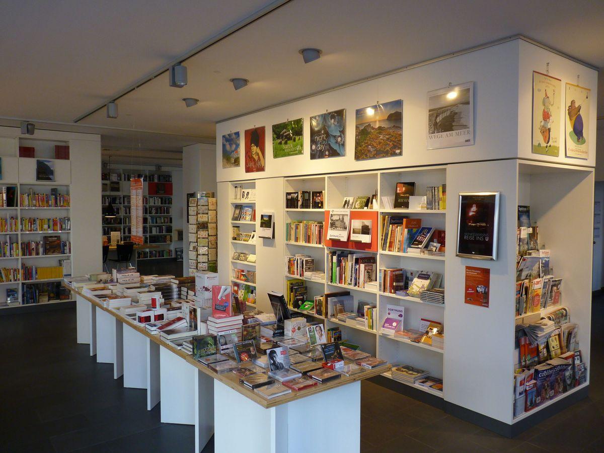 Eingangsbereich der Buchhandlung transfer.buecher und medien.
